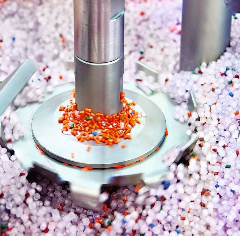 Industrial_centrifuge_for_plastic_granules