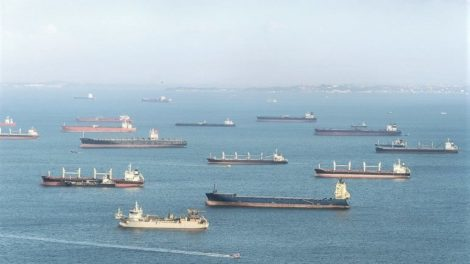 Industrial_cargo_shipping_tankers_in_Singapore_harbor