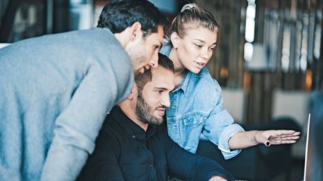 Business_teamwork_situation._Group_of_three_people_discussing_daily_flow_in_the_office