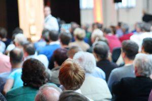 Volle_Konferenz_Halle_bei_einer_Besprechung