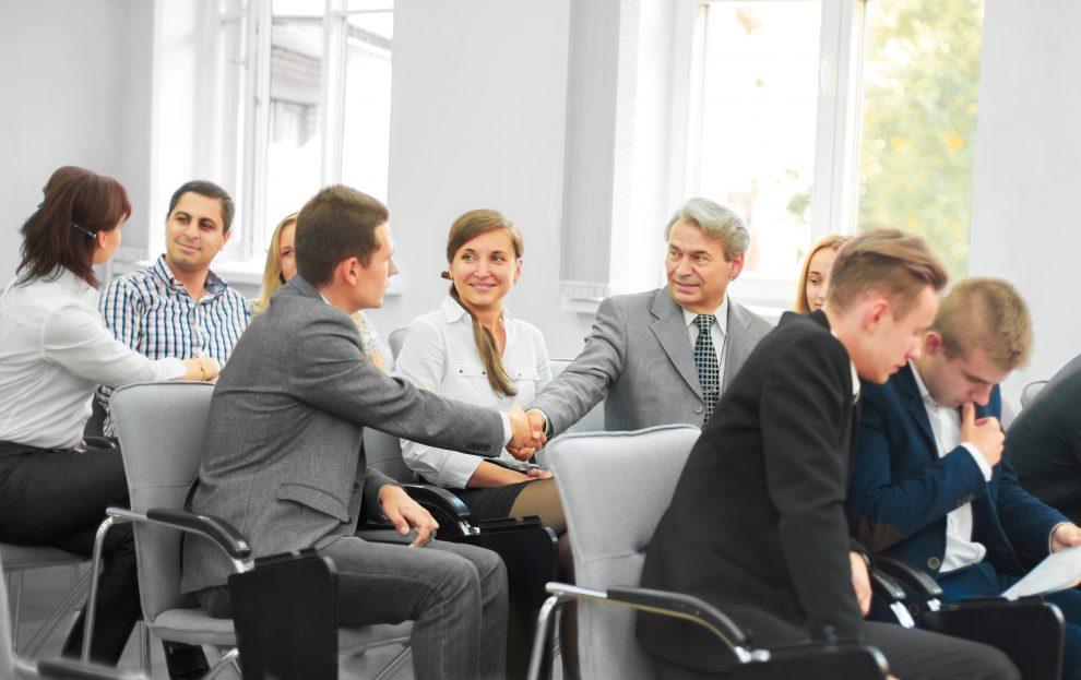 Der Einkaufsleiterkreis des CfSM – Centrum für Supply Management – bietet regelmäßige Treffen und vertrauensvoller Austausch mit Kollegen sowie Mehrwertinformationen von Experten. Bild: yurolaitsalbert/Fotolia