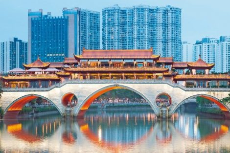 Anshun_Bridge_against_modern_buildings_at_dusk_in_Chengdu,_Sichuan_Province,_China