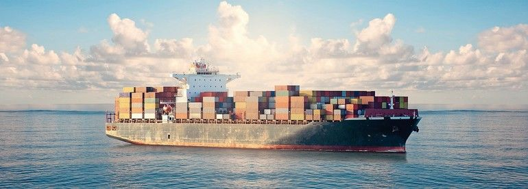 Die Corona-Studie des BME Mighty_container_ships_in_ocean_at_sunrise_underway_performing_import_and_export_marine_cargo_transportation._Commercial_goods_industry_and_maritime_cargo_shipment_concept.