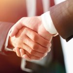 Business_handshake_and_business_people._Business_concept.