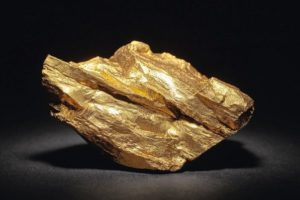 Closeup_of_big_gold_nugget_on_a_black_background