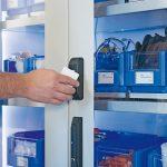 Der_Öffnungsvorgang_erfolgt_über_eine_personalisierte_RFID-Karte.