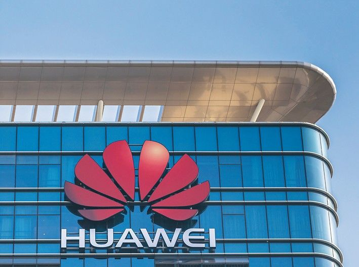 Dongguan,_China_-_December_9,_2017_-_Logo_of_Huawei_on_the_main_building_of_Huawei_Base_in_Songshan_Lake_District_of_Dongguan_city,_Guangdong_Province,_China._A_multinational_networking_and_telecommunications_equipment_and_services_company,_the_largest_te