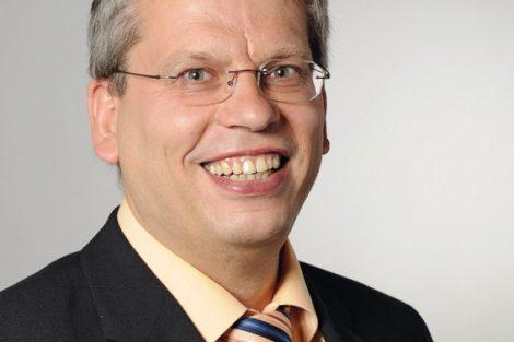 Roland_Ruedinger_Portrait_schwarzer_Anzug.jpg