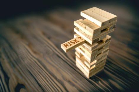 Businessmen_Taking_Risk_To_achieve