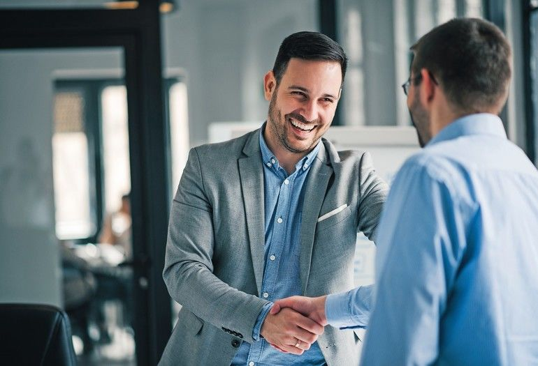 Portrait_of_cheerful_young_manager_handshake_with_new_employee._
