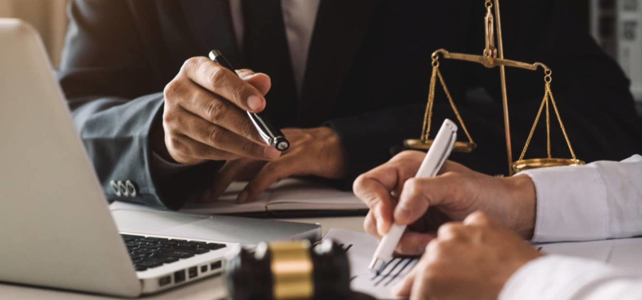 Aktuelle Rechtssprechung und nützliche Tipps von Praktikern zum Thema Einkaufsrecht und Vertragsgestaltung mit Lieferanten. mrmohock/stock.adobe.com