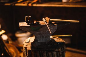 Hand_anvil._Tools_in_old_blacksmith_shop.